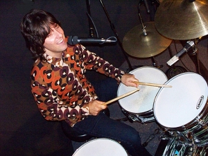 The Grip Weed's Kurt Reil gets the beat going!