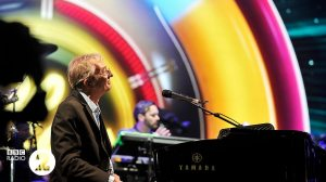 Richard Tandy provides the keyboard textures for Jeff Lynne's ELO